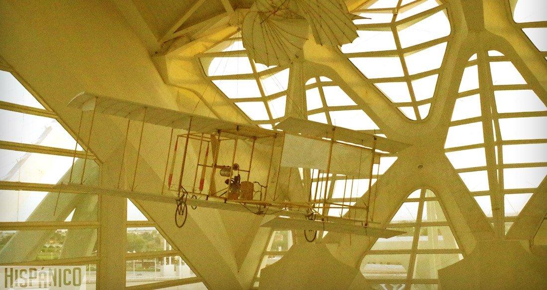 ciudad-de-las-artes-y-las-ciencias-avion