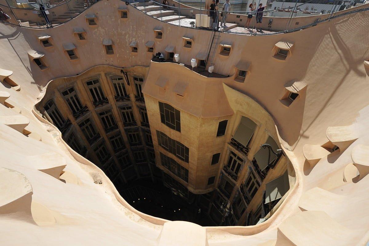 Widok z dachu Casa Milà robi wrażenie