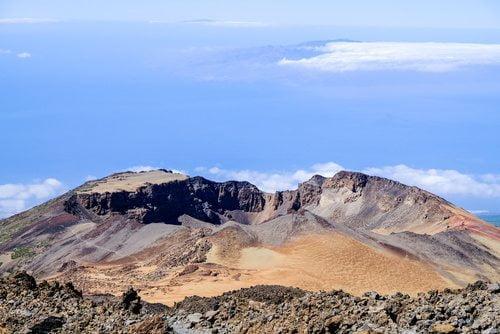 Teren Parku Narodowego Teide to miejsce, w którym czekają na Ciebie piękne widoki na całą okolicę.