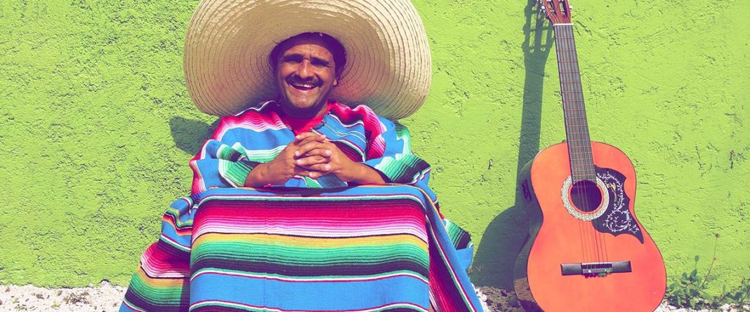 Poncho meksykańskie - Zobacz skąd się wzięło i jakie są jego rodzaje // Hispanico.pl