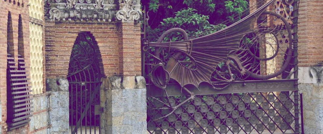 Pabellones Güell - dzieło Gaudiego w Barcelonie   Architektura, Hiszpania // Hispanico.pl