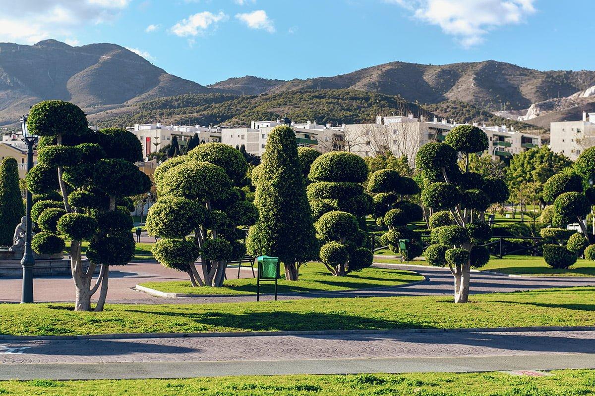 Torremolinos znane jest nie tylko z dobrych warunków do uprawiania sportów wodnych, ale także z niezwykle urokliwych miejsc, takich jak to - Parque de la Batería