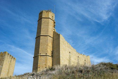 Ruiny zamku w Uncastillo // Hispanico.pl