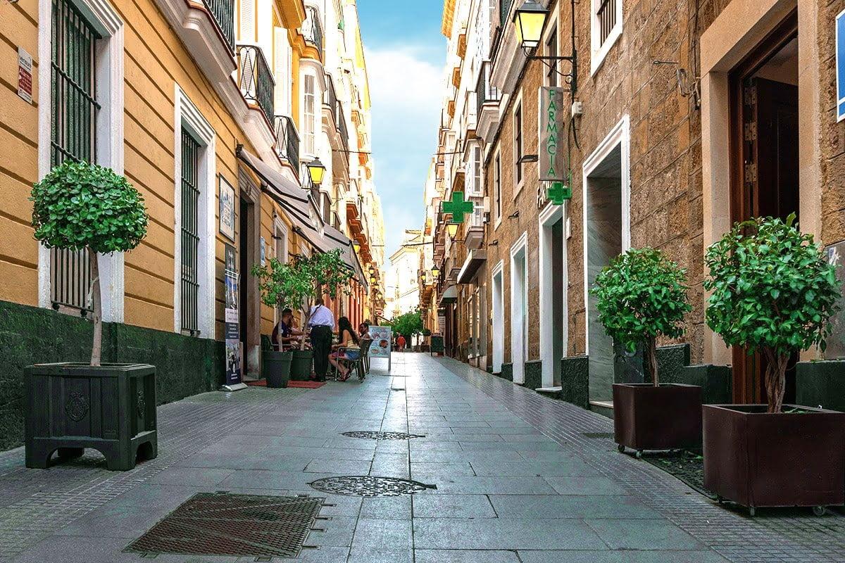 Ciasne uliczki Kadyksu.