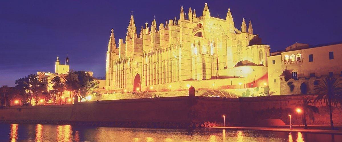 Katedra La Seu (Palma de Mallorca) to jedna z najwyższych gotyckich katedr w Europie.