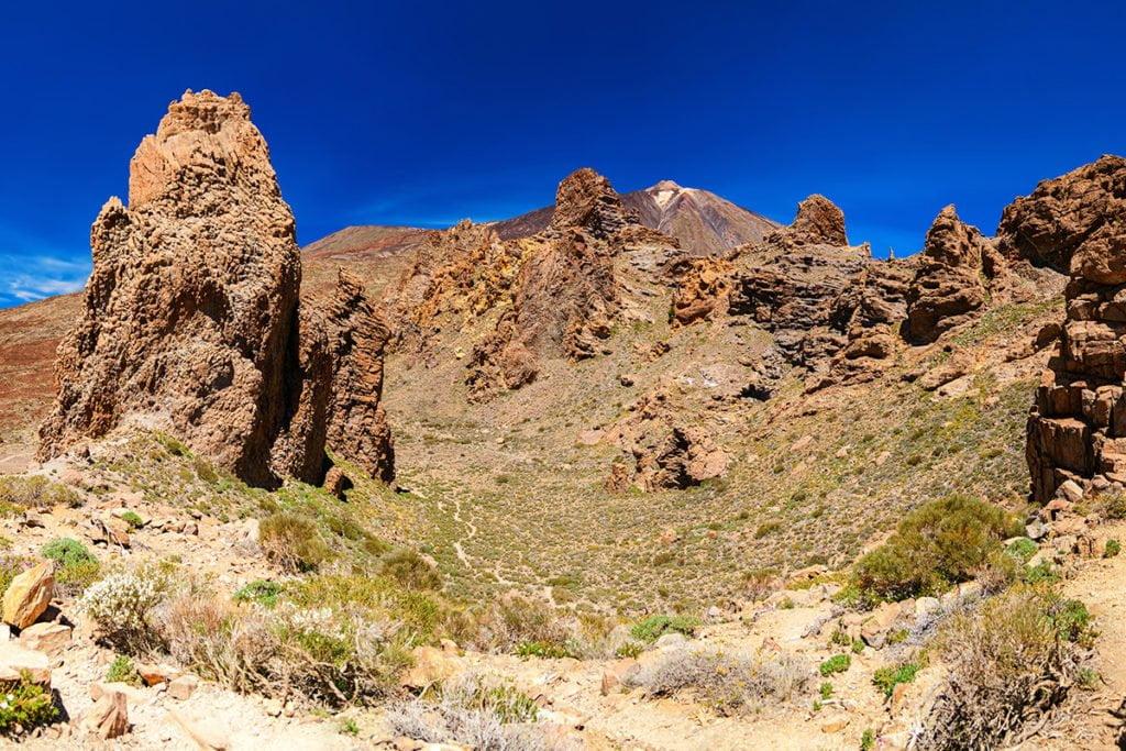 Los Roques de Garcia na terenie Parku Narodowego Teide to jedna z wielu formacji skalnych, które warto zobaczyć w tym miejscu.