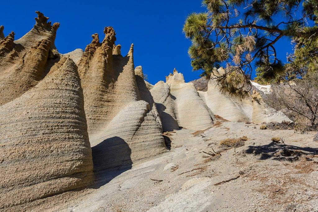 Teren Parku Narodowego Teide to miejsce, w którym czekają na Ciebie piękne widoki na całą okolicę oraz pobliskie wyspy.