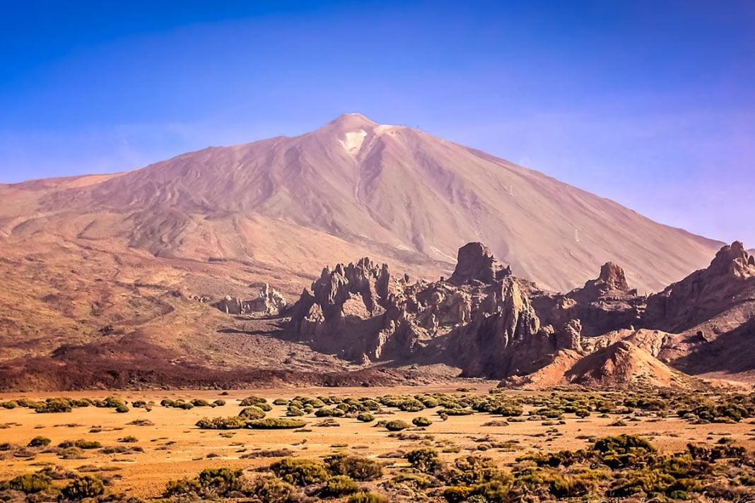 Wulkan Teide jest najwyższym szczytem Hiszpanii i znajduje się na wysokości 3718 metrów n.p.m.