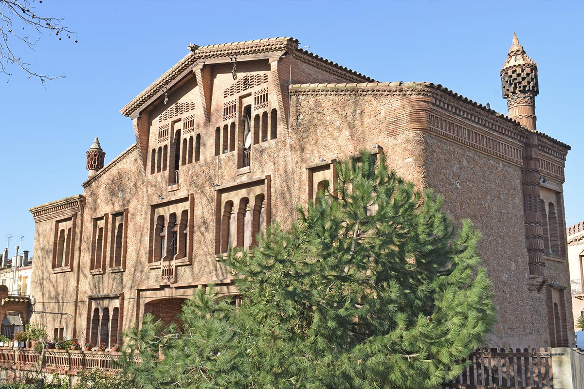 Budynek Ca l'Espinal w Colonia Güell
