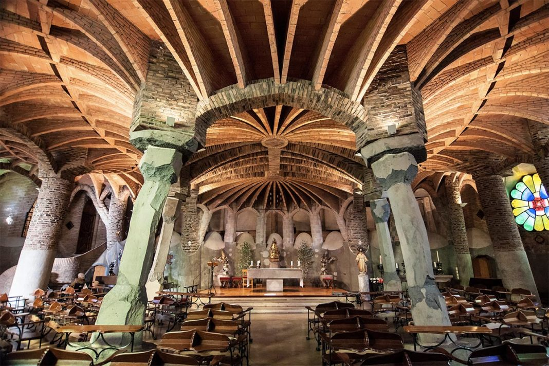 Krypta Gaudiego w Colonia Güell (Cripta Gaudi)
