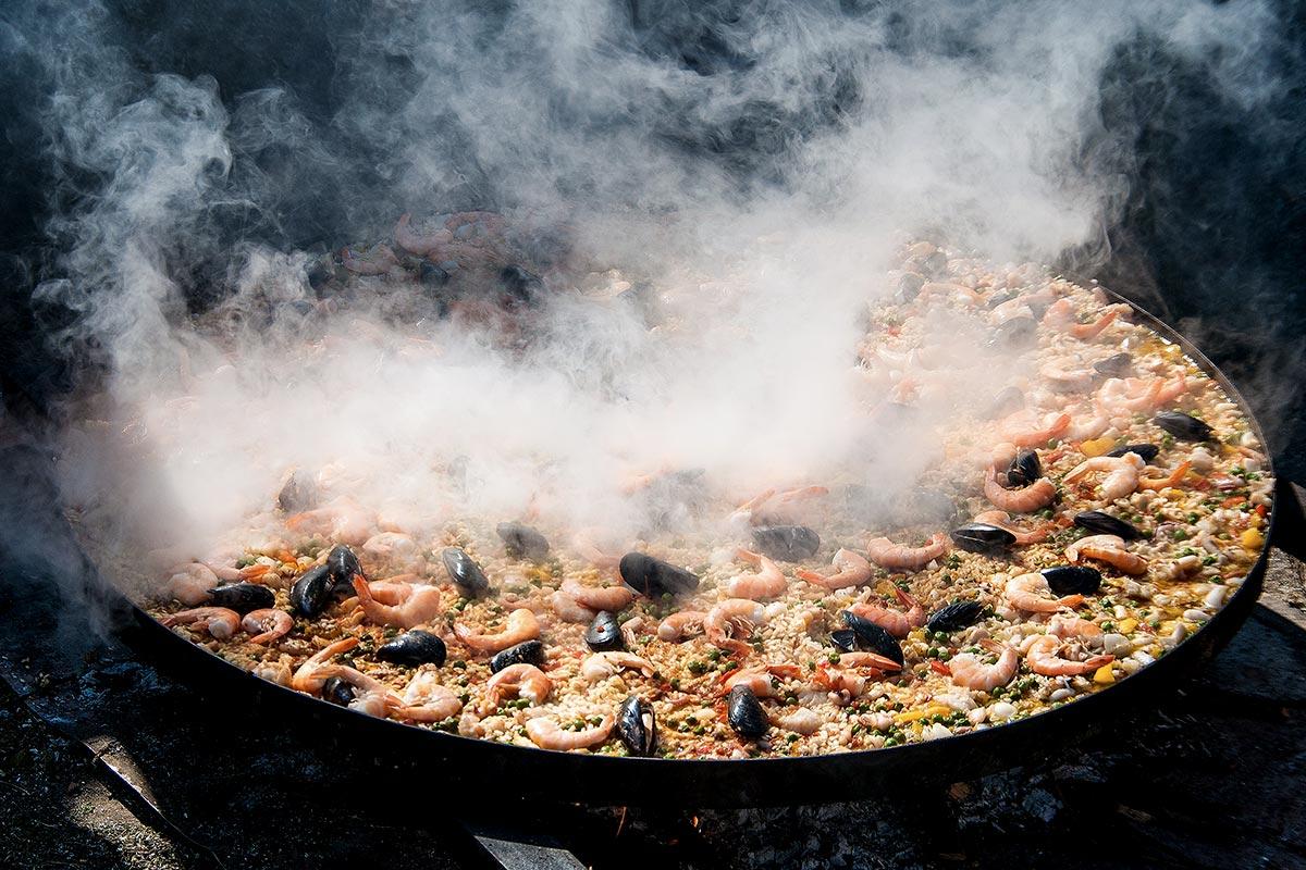 Paella - tradycyjne hiszpanskie danie