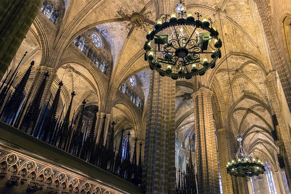 Wnętrze katedry św. Eulalii w Barcelonie