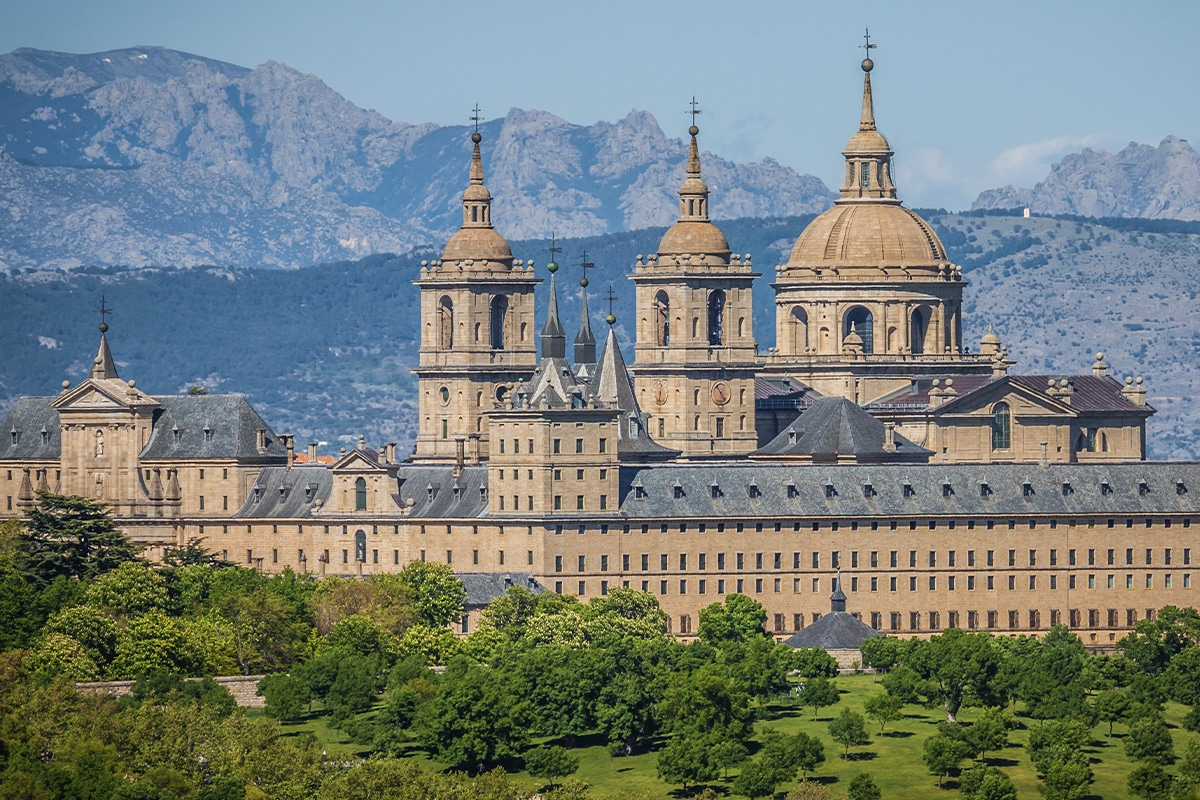Real Monasterio de San Lorenzo de El Escorial - Kompleks klasztorno-pałacowy w regionie Madrytu