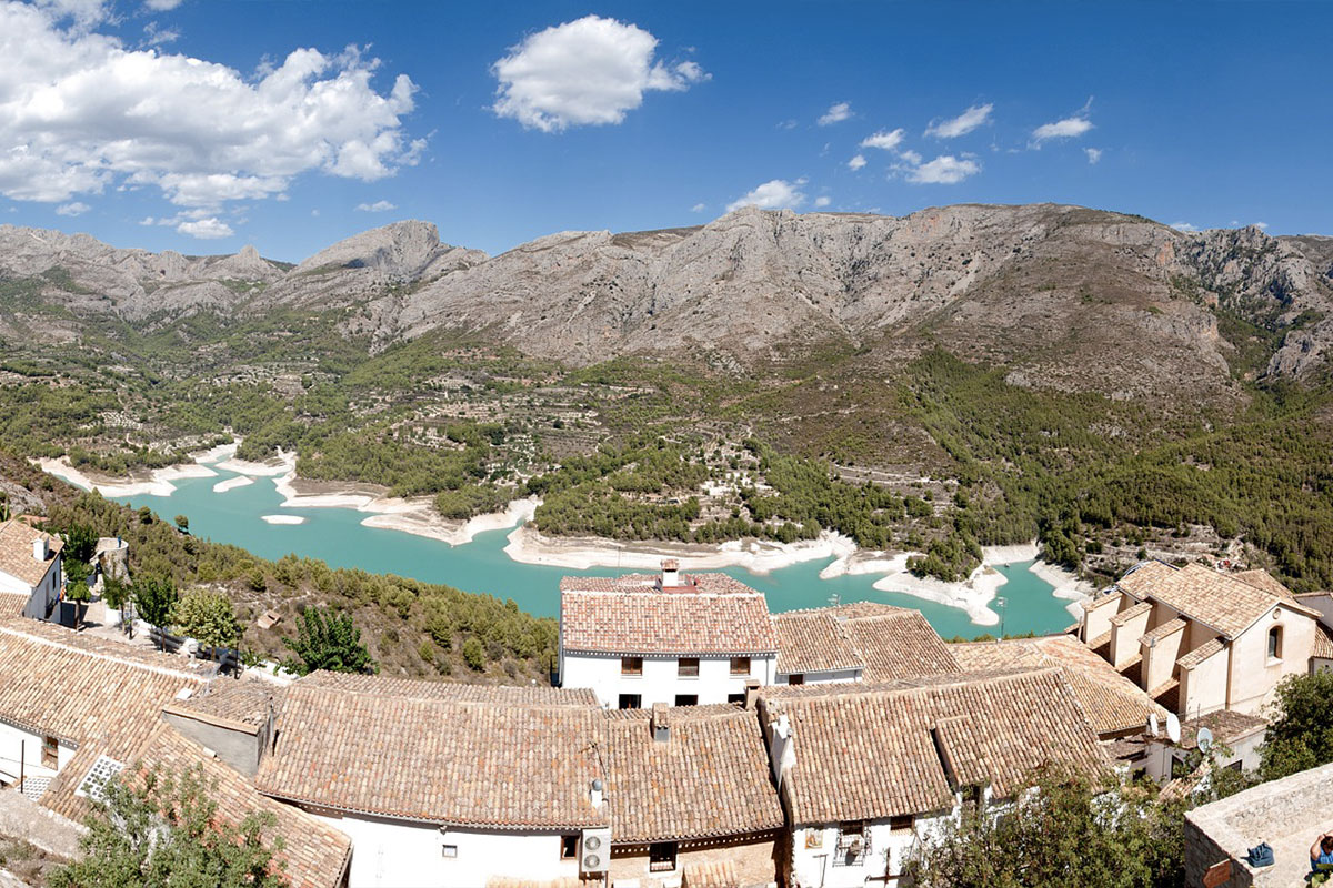 Dolina Guadalest składa się z 5 uroczych wiosek: Abdet, Beniarda, Benifato, Benimantell, Confrides oraz Guadalest.