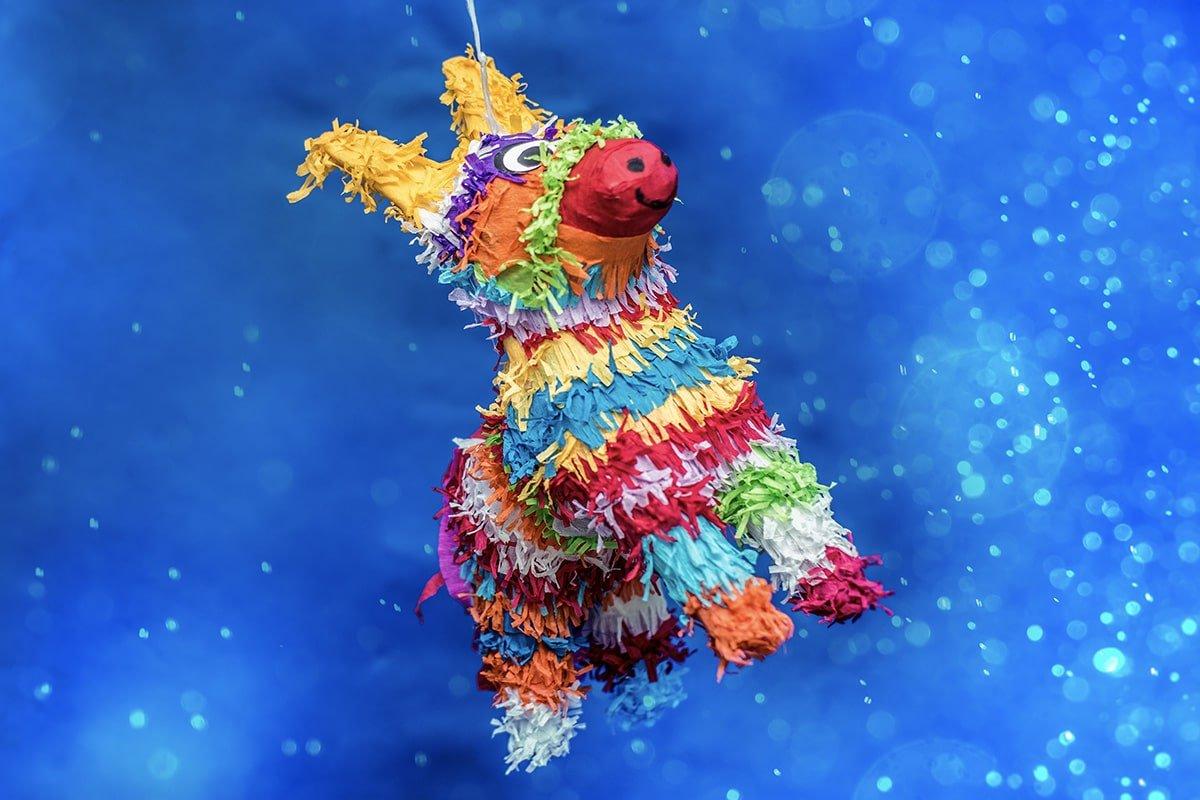 Piñata w kształcie kolorowego osiołka :)