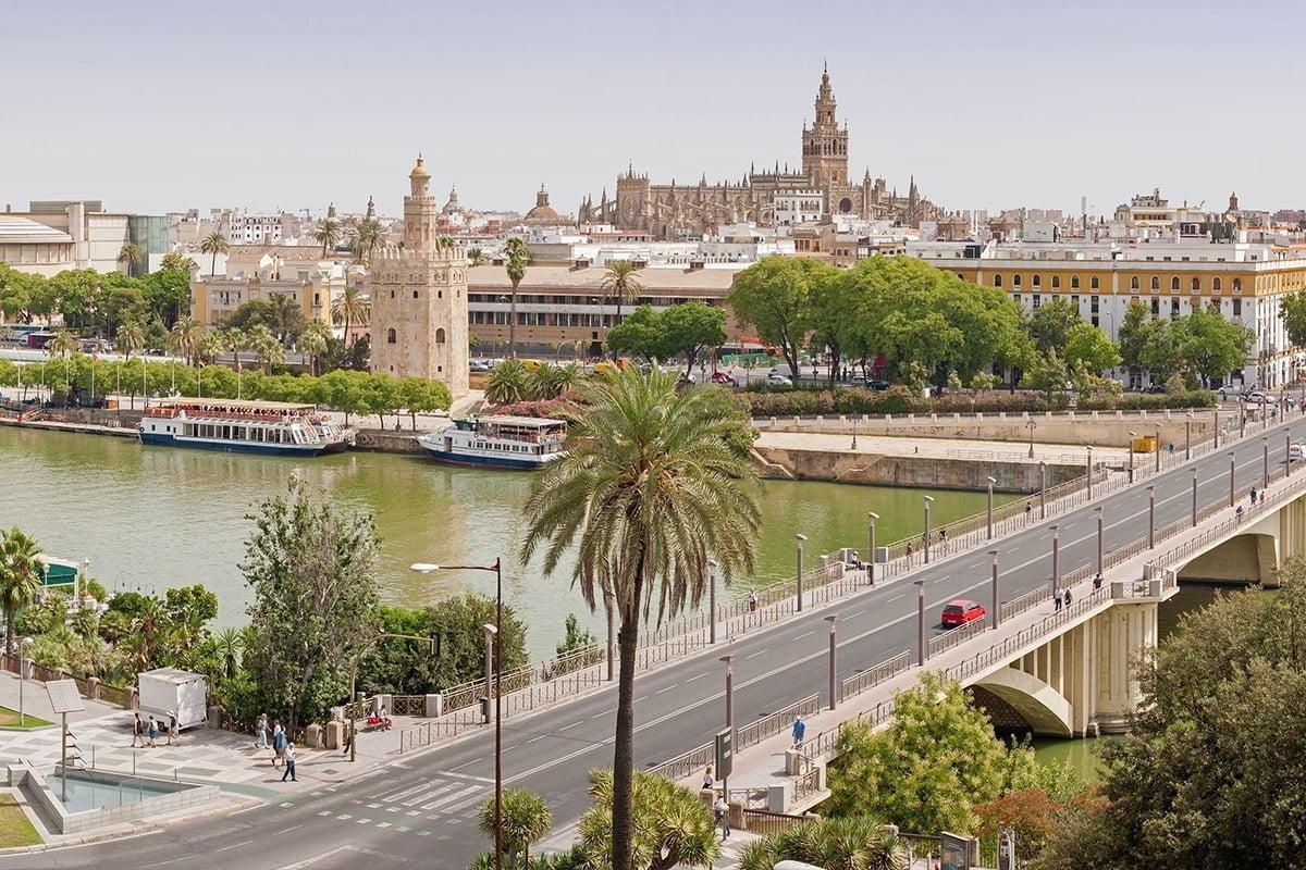 Most Puente de los Remedios nad rzeką Guadalquivir w Sewilli