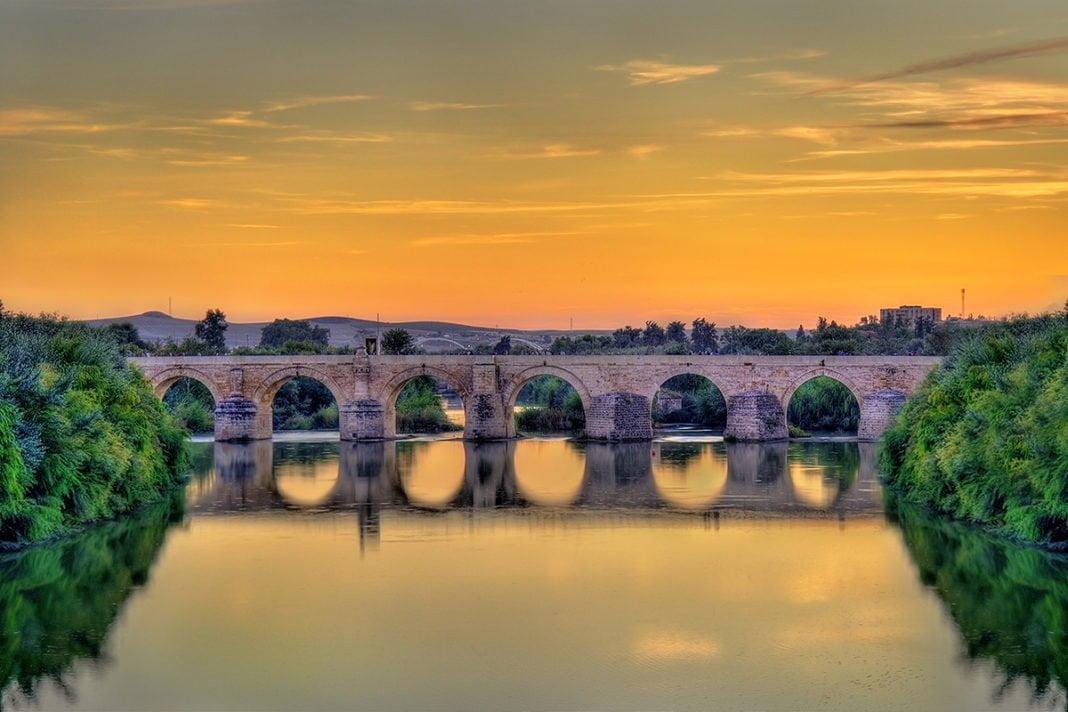 Most rzymski nad rzeką Gwadalkiwir w Kordobie