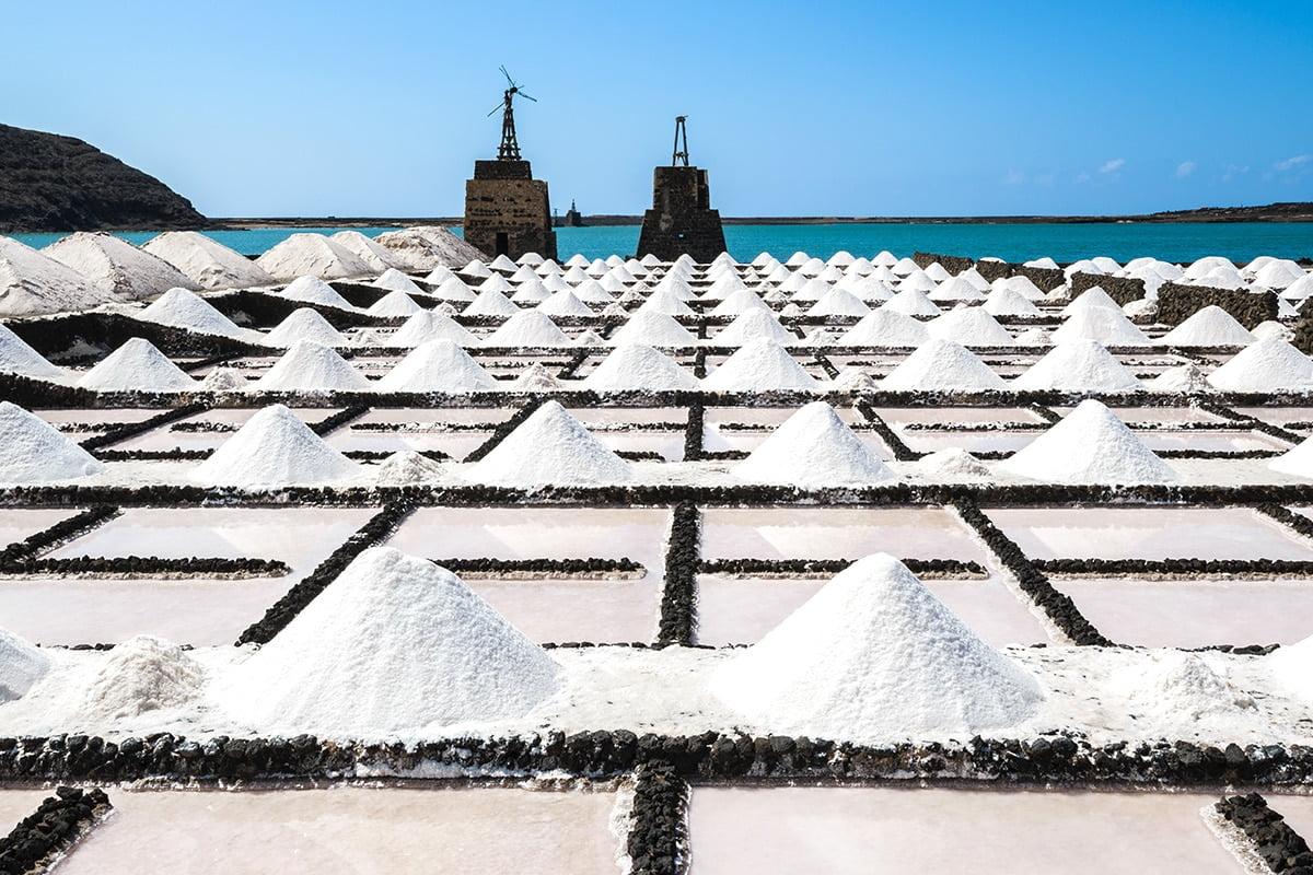 W Salinas de Janubio kupisz niezwykłe, solne pamiątki z Lanzarote