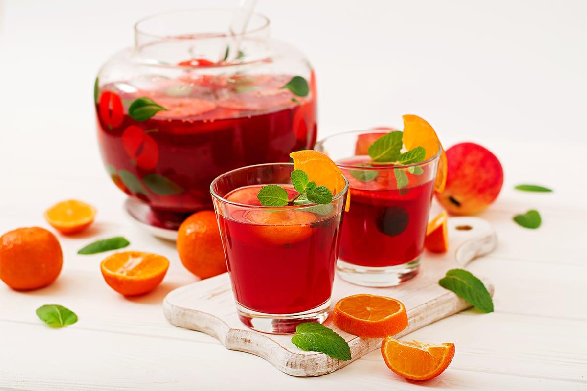Sangría z owocami - najpopularniejszy hiszpański trunek latem
