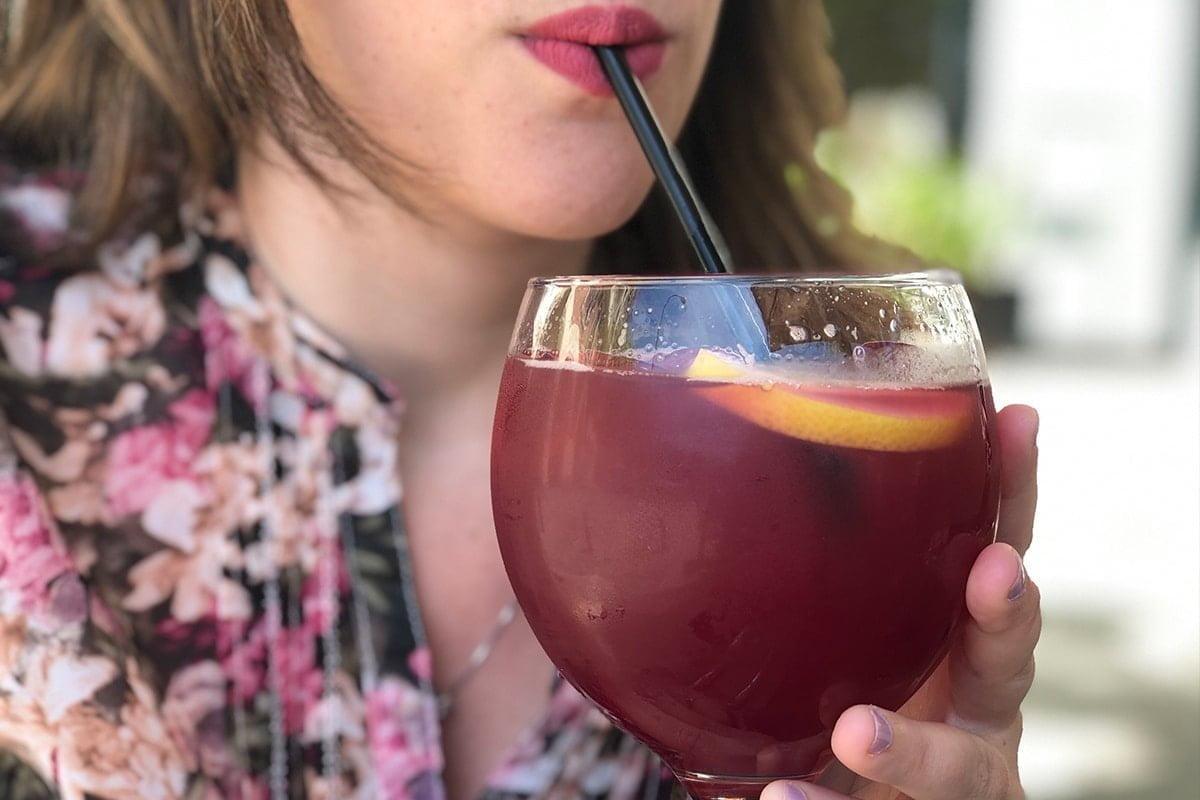 Tinto de verano jest szczególnie popularne w okresie letnim w Hiszpanii