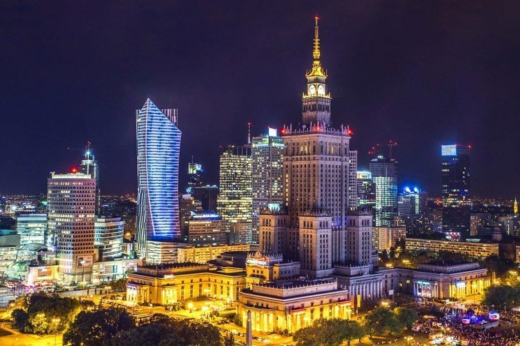 Przewodnik po lotach z Warszawy – lotniska, popularne kierunki, rezerwacja biletów