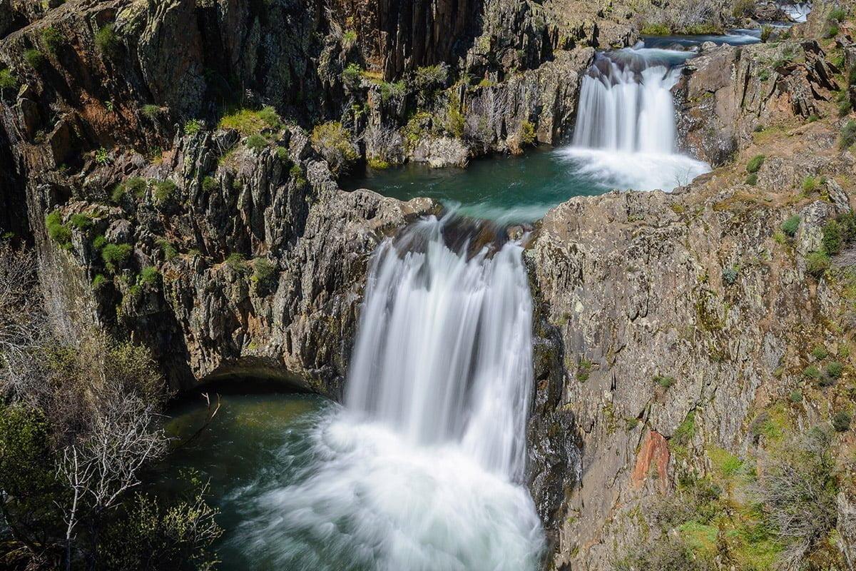 Cascada del Aljibe - podwójny wodospad w okolicy Roblelacasa