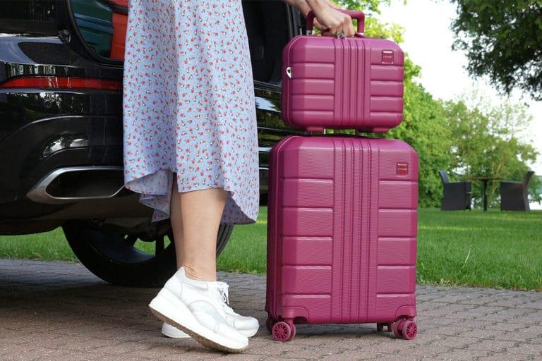 Niezbędnik podróżniczy, czyli jak wybrać kosmetyczkę